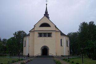 800px-Kościół_katolicki_w_Kolonowskiem1.jpeg